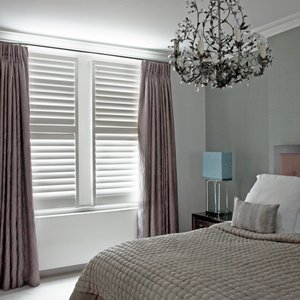 bedroom-shutters-and-curtains