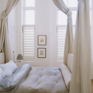cafe-style-bedroom-shutters