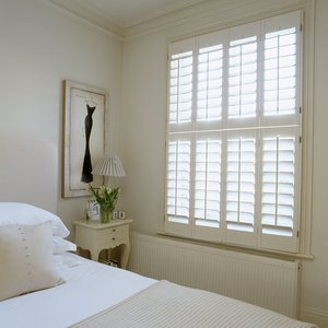 plantation-painted-Tier-on-Tier-bedroom-shutters