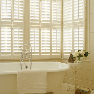 Tier-on-Tier-bathroom-shutters