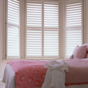 white-painted-bedroom-shutters