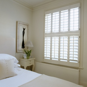 New-England-painted-Tier-on-Tier-bedroom-shutters_89mm