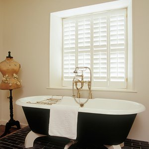 Tnesc-bathroom-plantation-shutters