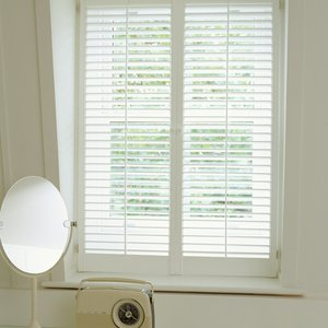 plantation-bedroom-shutters
