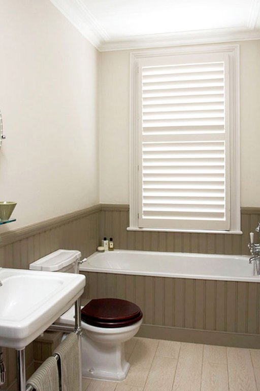 Exceptionnel Wooden Shutters Bathroom