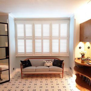 lounge-interior-shutters