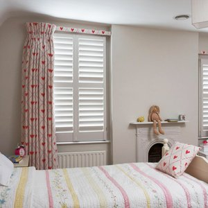 bedroom-curtains-wood-shutters
