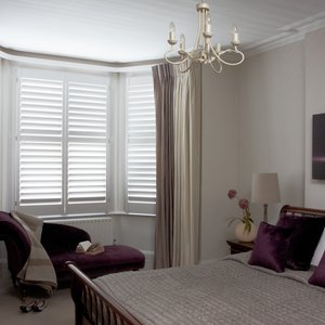 bedroom-bay-window-shutters