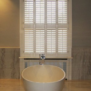 bathroom-wood-shutters